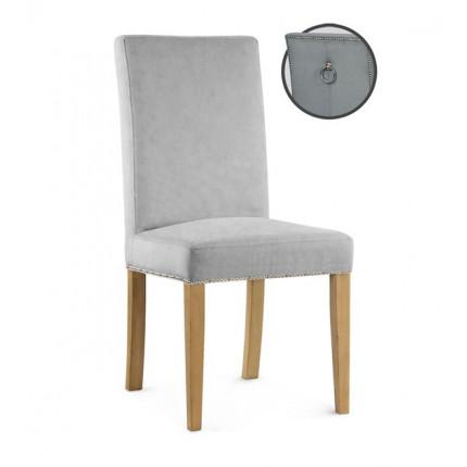 Krzesło tapicerowane z ozdobnymi pinezkami oraz kołatką MHK0-55