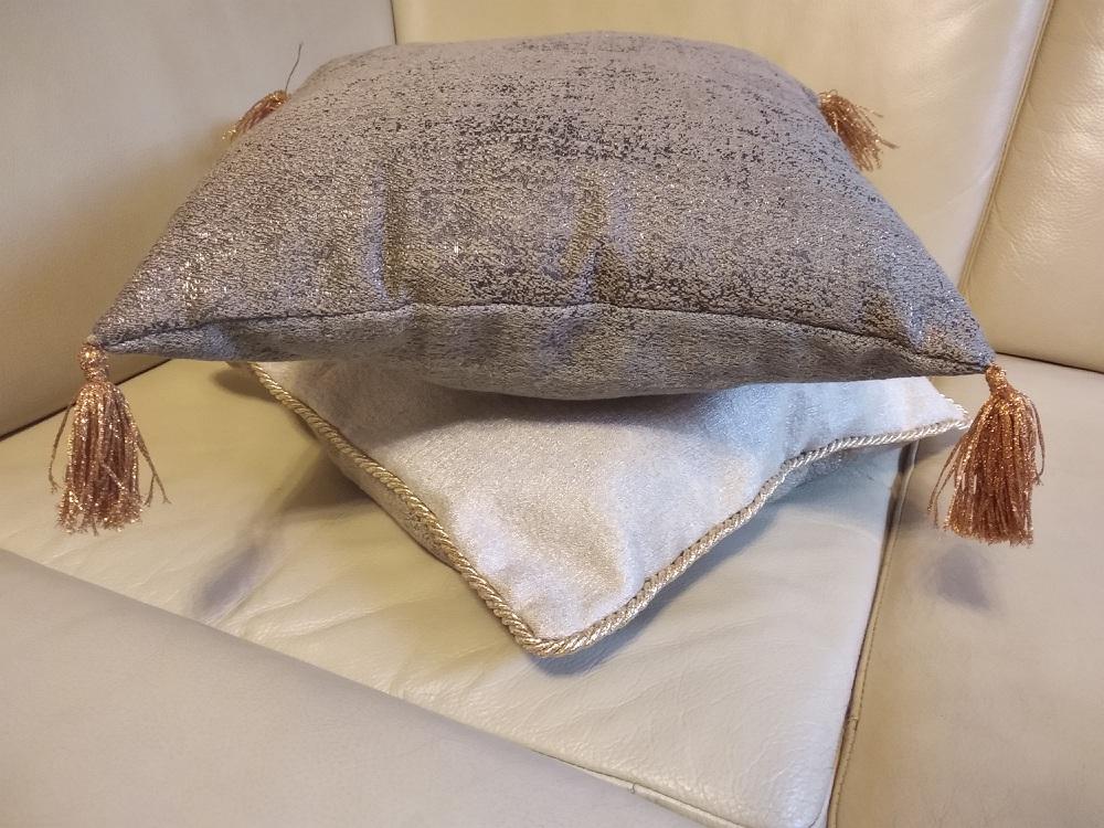 poduszki kwadratowe w stylu glamour