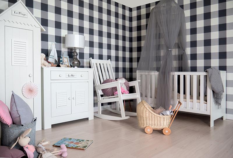 łóżko i komoda do wnętrza w stylu dziecięcym